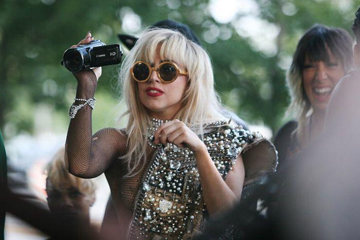 Lady Gaga Goes Crowd Surfing (17 pics + video)