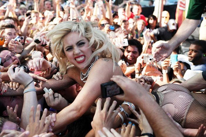 Lady Gaga Goes Crowd Surfing (17 pics + video)