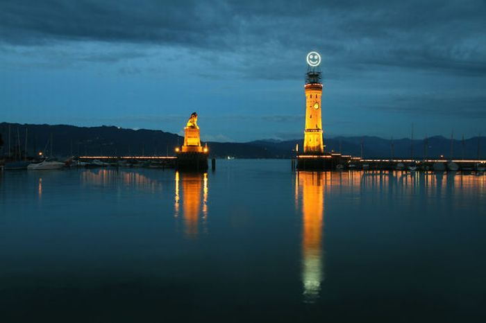 Smiling Light House in German Lindau (5 pics)
