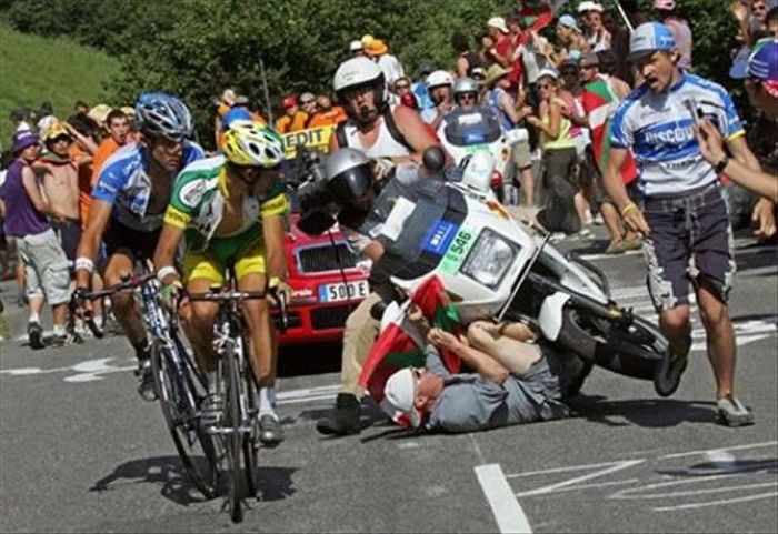 Tour de France Crashes (20 pics)