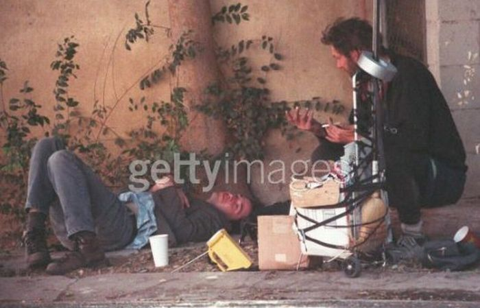 Keanu Reeves Spending His Time with Homeless Guy (6 pics)