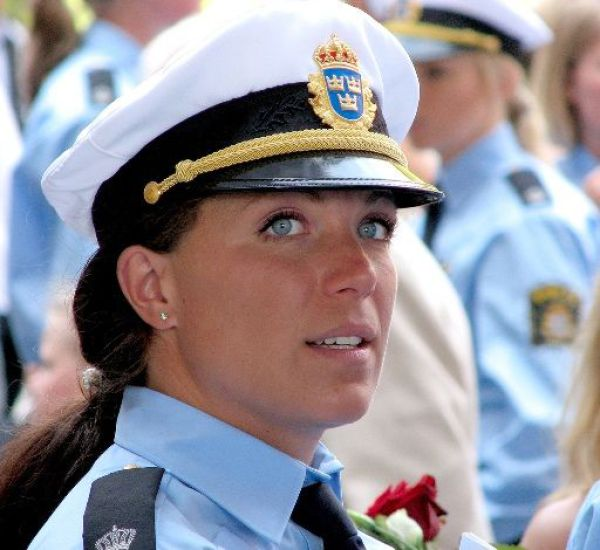 Beautiful Policewomen (35 pics)