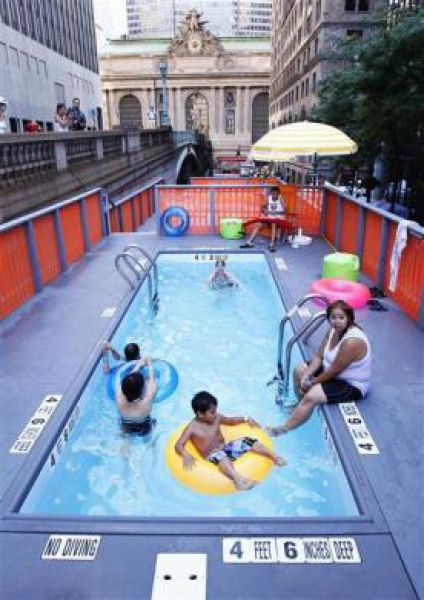 Swimming Pools in Dumpsters (11 pics)