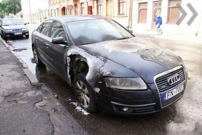 What Happens When Lightning Strikes a Car (3 pics)