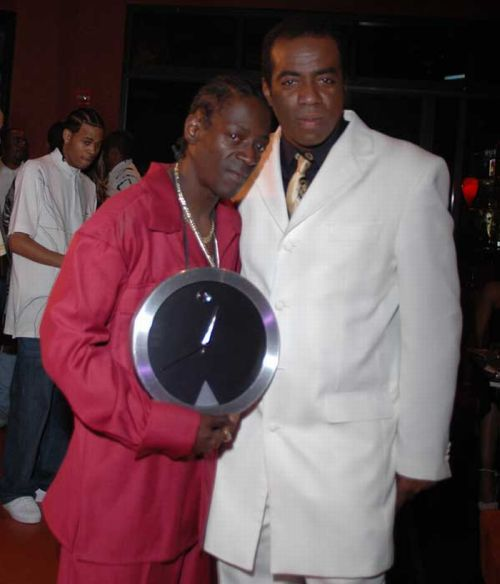 Flavor Flav and His Large Clocks (27 pics)