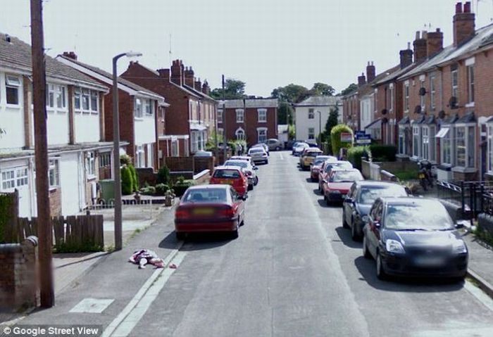 10-Year-Old Girl's Body on Google Street View (5 pics)