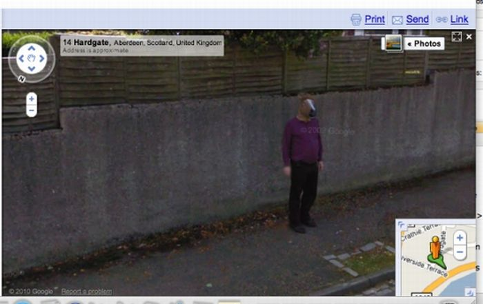 Top Ten Google Street View Photobombs (10 pics)