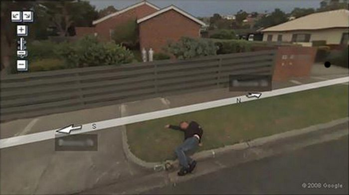 Top Ten Google Street View Photobombs (10 pics)