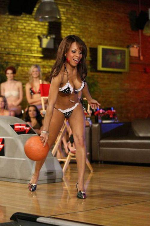 Bikini Bowling Championship (20 pics)