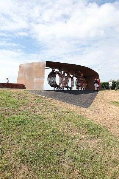 The Longest Bench on the Planet (9 pics)