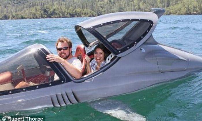 Shark-Like Seabreacher X Boat (9 pics)