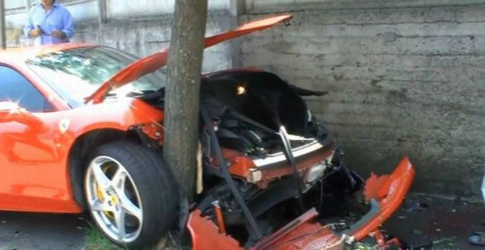 Very Unlucky Ferrari Owner (13 pics + video)