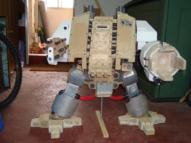 Awesome Warhammer 40K Giant Dreadnought Casemod (97 pics + video)