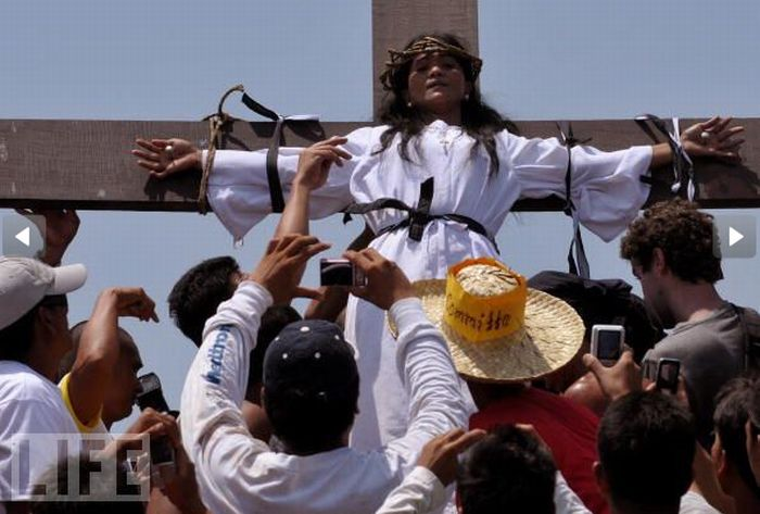 Brutal Religious Devotion (23 pics)