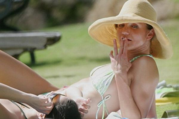 Hot Actresses Smoking Pots (13 pics)