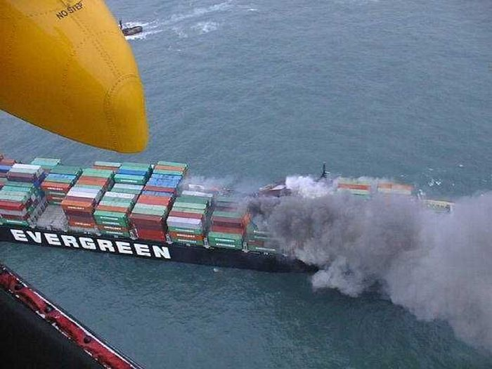 Bad Things That Can Happen to a Container Ship (95 pics)