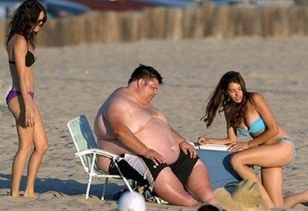 Fat Guy on a Beach Fail (6 pics)