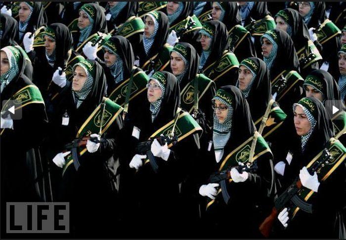 Crazy Military Parades (25 pics)