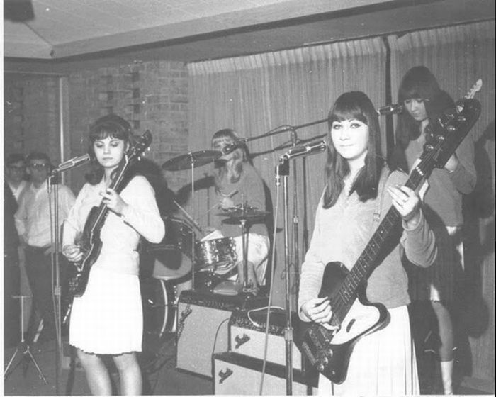 Girl Bands of the Past (19 pics)
