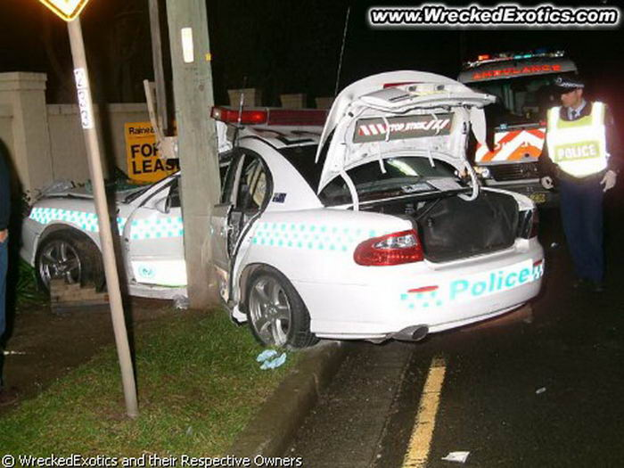 Wrecked Police Cars (49 pics)