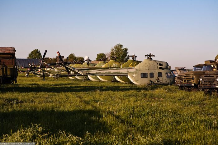 Abandoned Soviet Airfield in Ukraine (42 pics)
