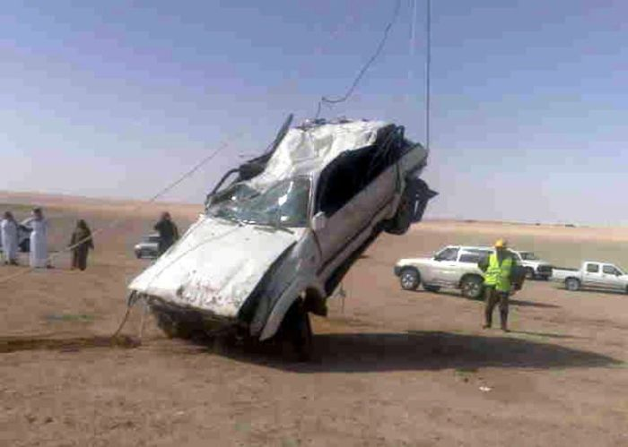 Car Fall into a Well in Saudi Arabia (12 pics)