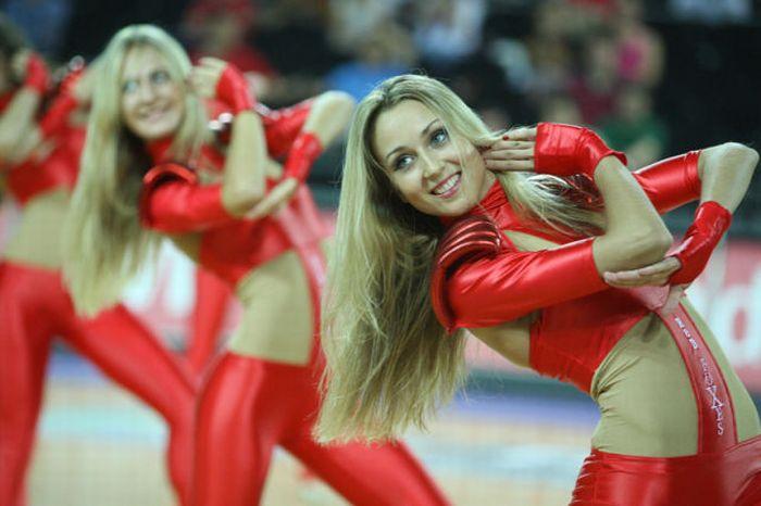 Banned Cheerleaders (19 pics)