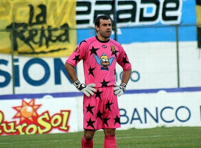 Pablo Aurrecochea, a Goalkeeper in Funny Kits (9 pics)