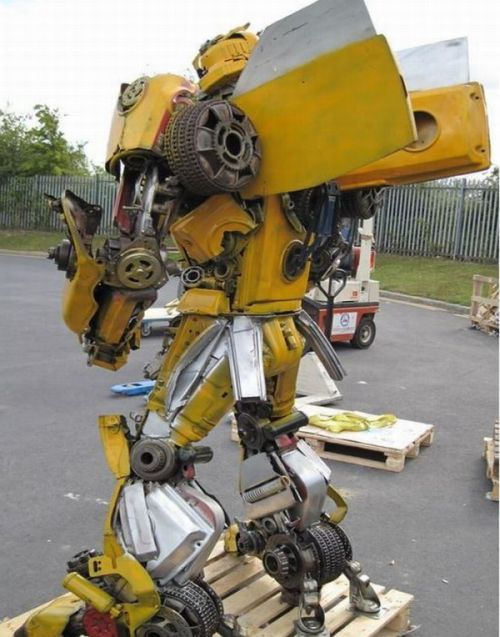 Bumblebee out of Recycled Steel (12 pics)