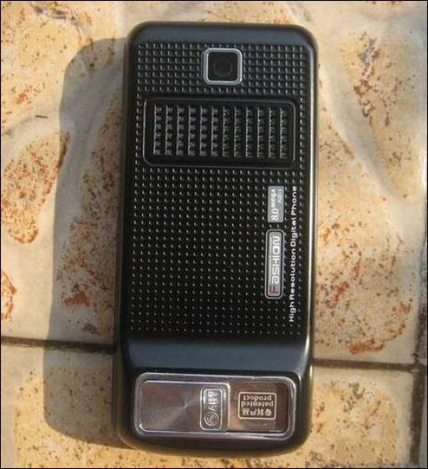 Cell Phone with a Secret (6 pics)