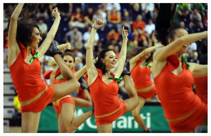 Cheerleaders at the FIBA World Championships (32 pics)