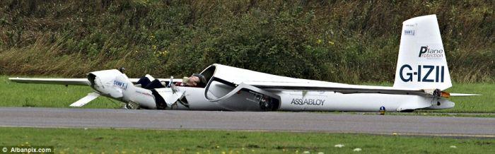 Air Show Crash and Spectacular Escape of Pilot (6 pics)
