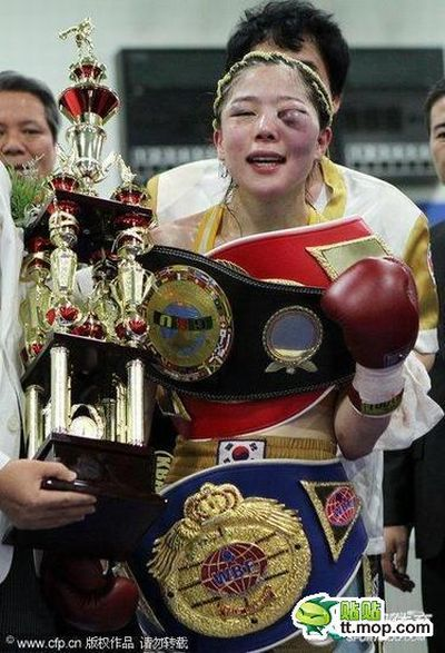 Women's Boxing is Awful (12 pics)