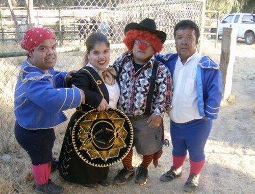 Midget Bullfighters (17 pics)