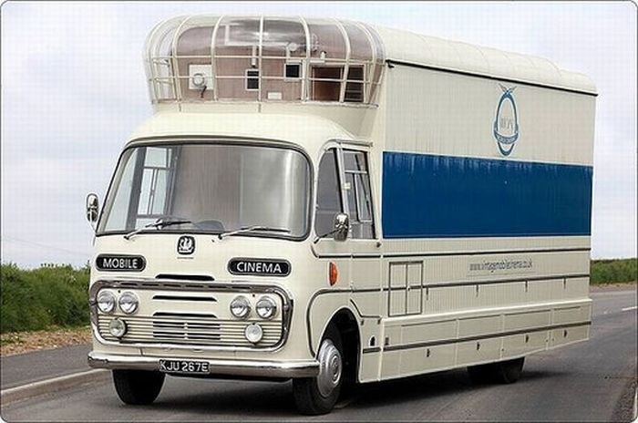Mobile Cinema (5 pics)
