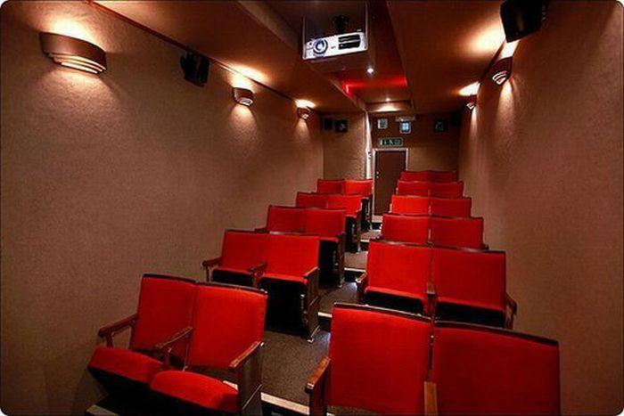 Mobile Cinema (5 pics)