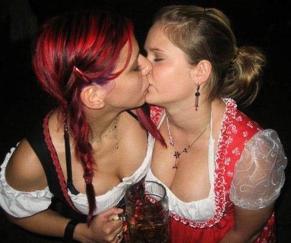 Oktoberfest Girls (44 pics)