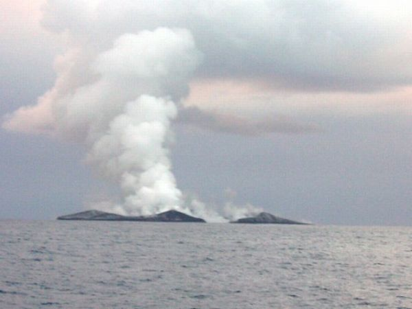 Eruption of Underwater Volcano (14 pics)