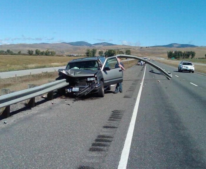 SUV vs Guardrail (4 pics)