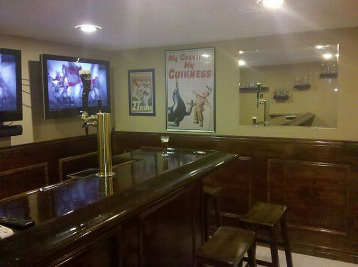 How to Build an Awesome Bar in Your Basement (35 pics)