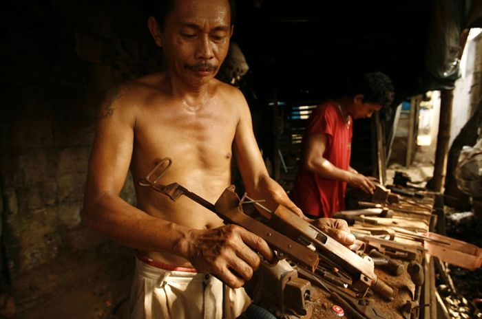 Underground Gun Making Industry in the Philippines (27 pics)