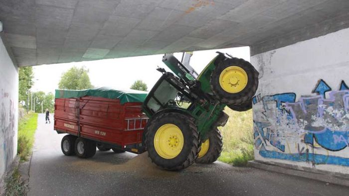 Tractor Fail in Norway (2 pics)
