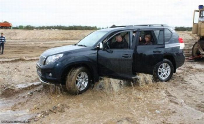 SUV Test Ride Gone Bad (7 pics + video)