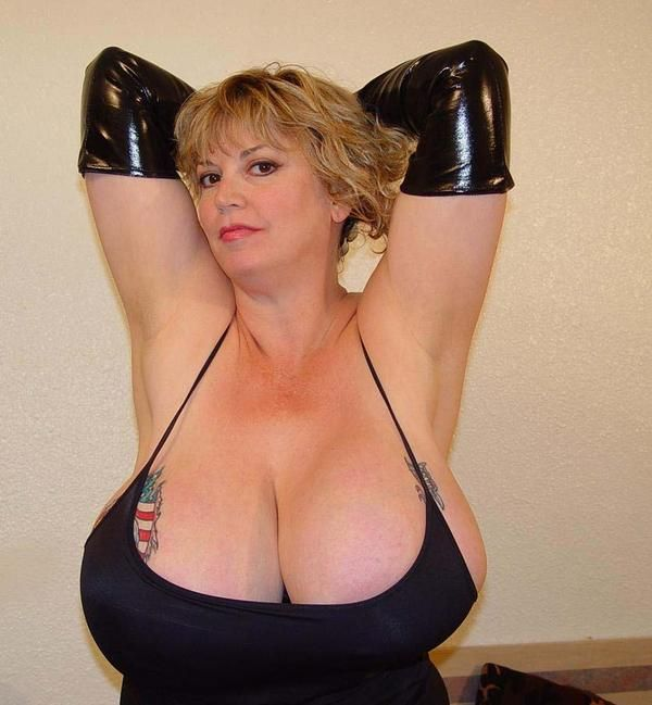 Giant Boobs (25 pics)