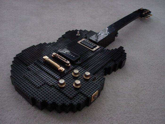 Lego Guitar (7 pics)