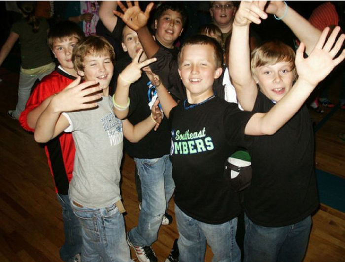 Awkward Moments from Middle School Dances Times (17 pics)