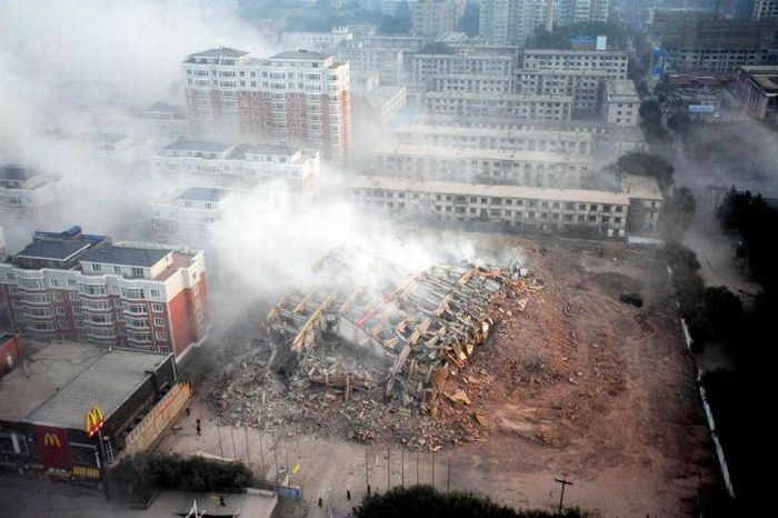 Building Demolition in China (7 pics)