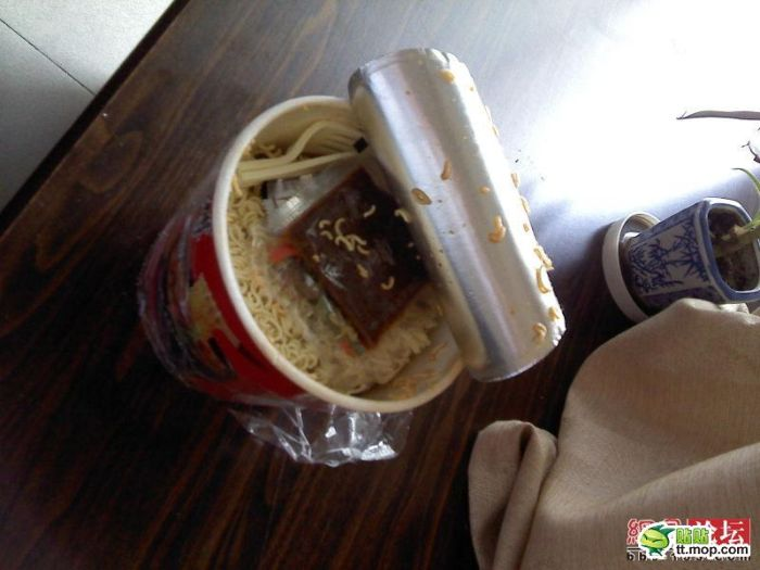What Can Be Found Inside Chinese Instant Noodles (4 pics)
