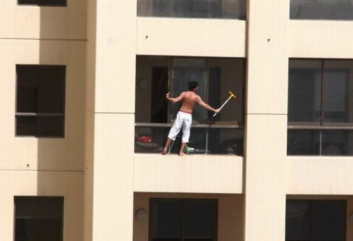 Crazy Window Washer (2 pics)