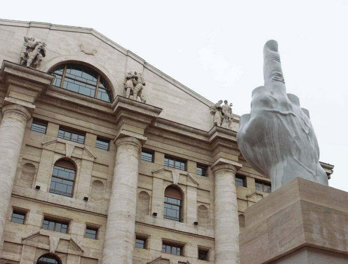 Middle finger Displayed in Milan (8 pics)